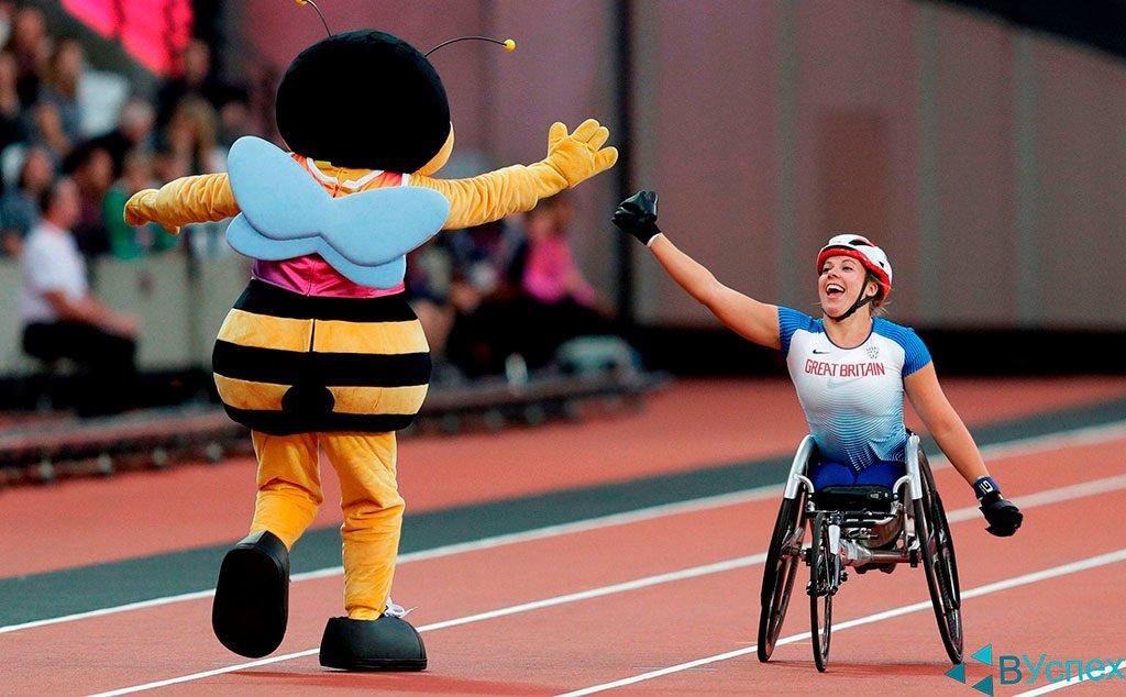 Инвалиды участвуют в играх, паралимпийцы, радость, победа, стремление, без ног — отличный мотиватор жизни.