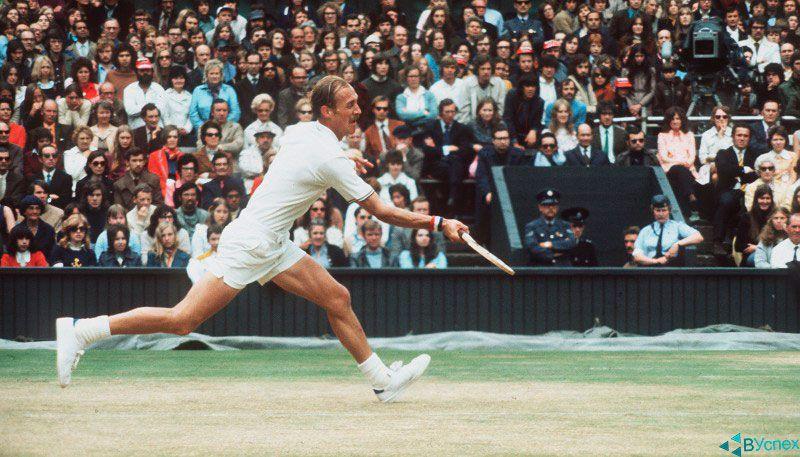 Теннисист Стэн Смит (Stan Smith) в обуви Адидас (Adidas) выигрывает чемпионат мира по Теннису.