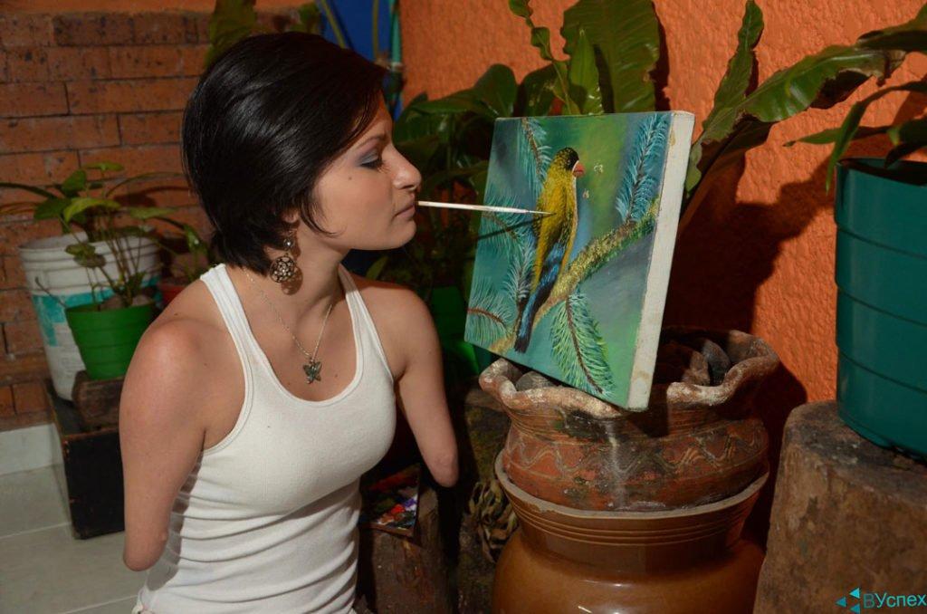 Зули Сангвино (Zuly Sanguino) рисует