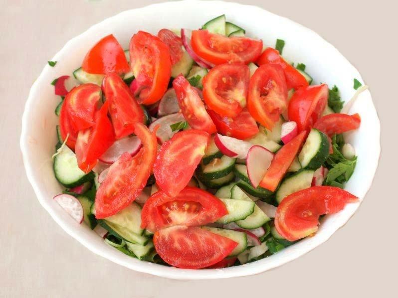 Салат летний из огурцов, помидоры, редис и капусты. Летний салат без майонеза с огурцами и помидорами