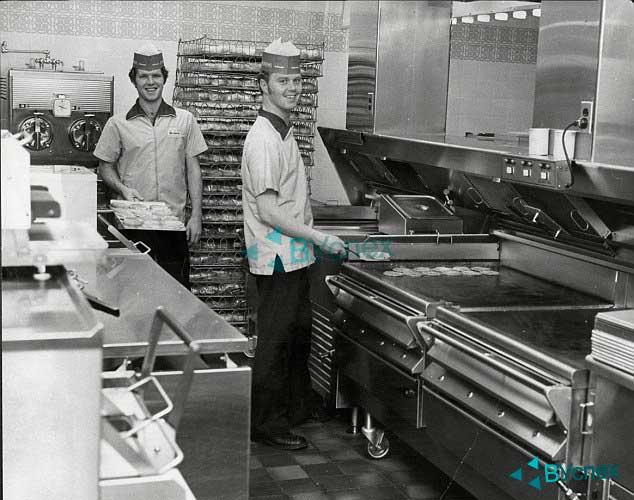Изображение - Когда был открыт первый макдональдс в мире mcdonalds-kuhnya.vuspeh.ru_