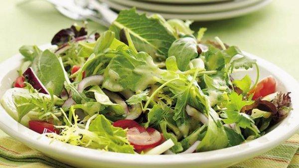 Полезные салаты, свойства, рецепты