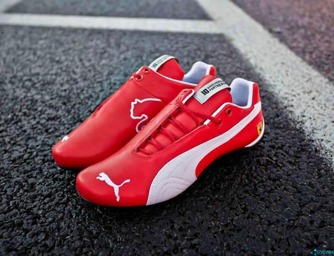 Разработана одежда и обувь для членов команды Феррари (Ferrari), выступающие на Формуле 1 (F1), красно-белого цвета с логотипом Кошки.